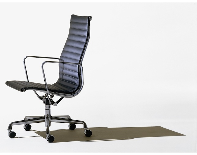 Herman Miller Eames Aluminum Group Executive Chair 手動のメイン写真