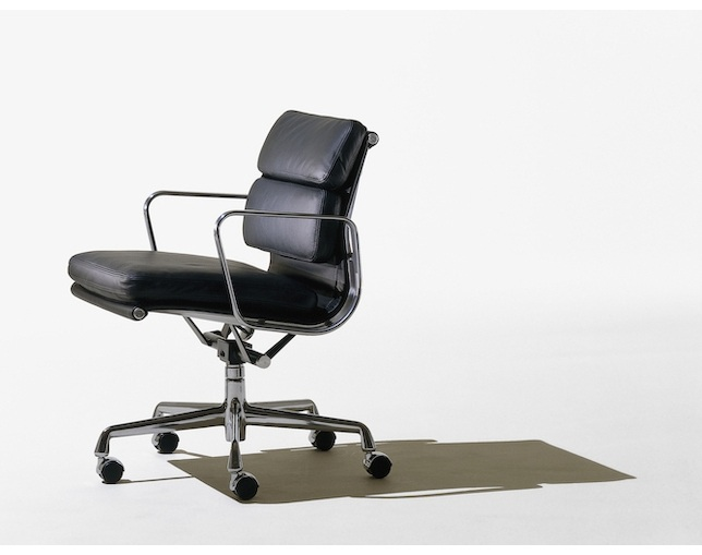 Herman Miller Eames Soft Pad Group Management Chair キャスターの写真