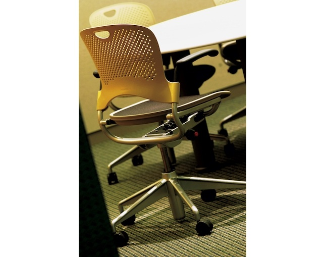 Herman Miller Caper Chair Multipurpose Chairの写真