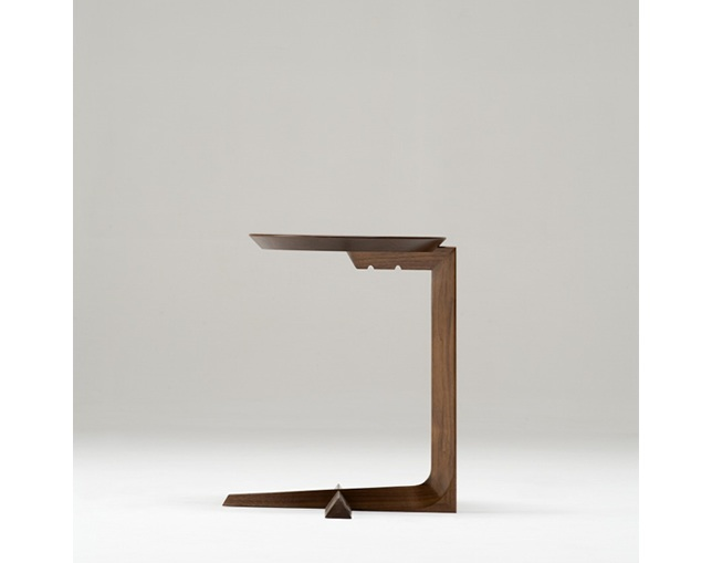 cosine Cantilever Tableの写真