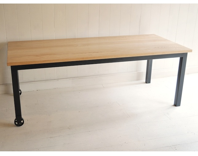 inu it furniture.(イヌイットファニチュア)のダイニングテーブル