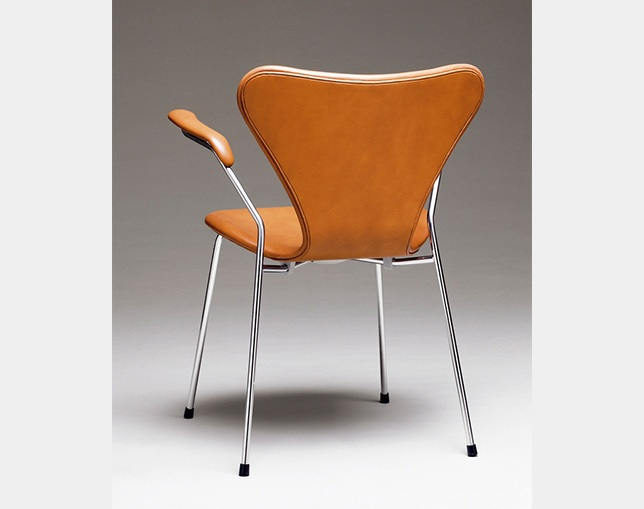 Fritz Hansen SERIES 7 ARMCHAIR(FULLY UPHOLSTERED)の写真