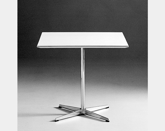 Fritz Hansen TABLE SERIES PEDESTAL BASE(4stars base、Square)の写真