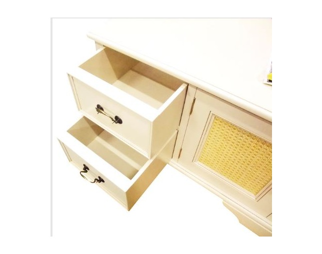 LAURA ASHLEY Clifton 2 door, 4 drawer media unitの写真