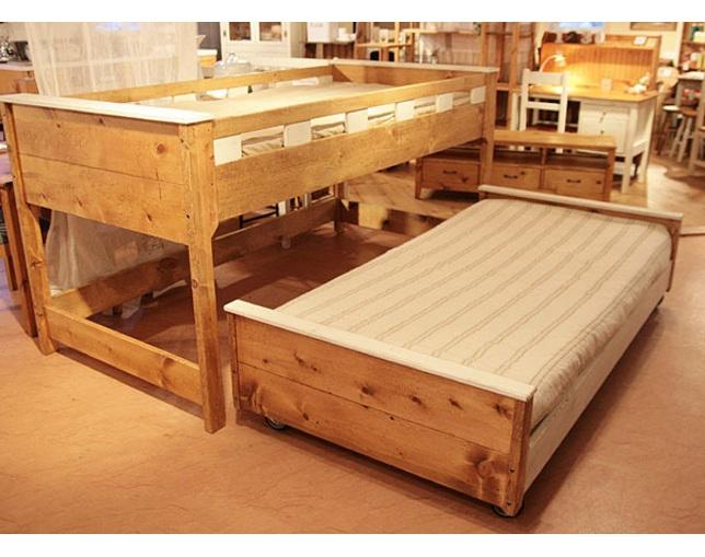 Rustic(ラスティック)のベッド