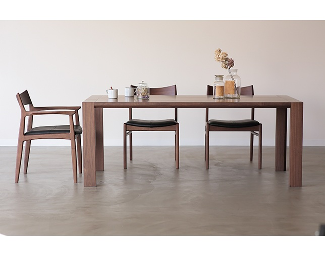 NOWHERE LIKE HOME(ノーウェアライクホーム) Dining Table OWENの写真