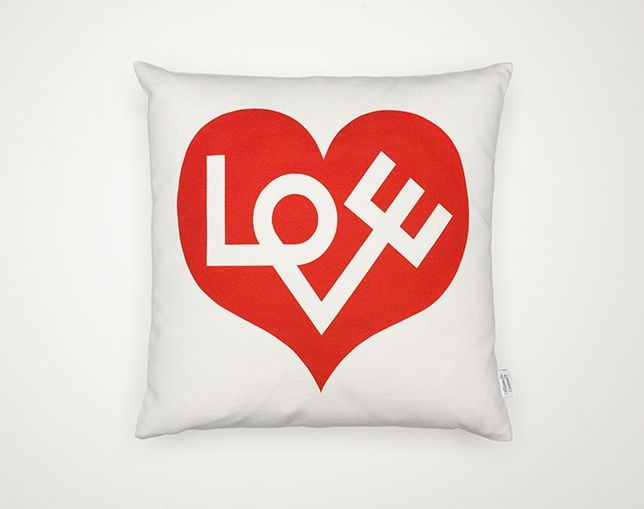 Vitra Graphic Print Pillow - Loveの写真