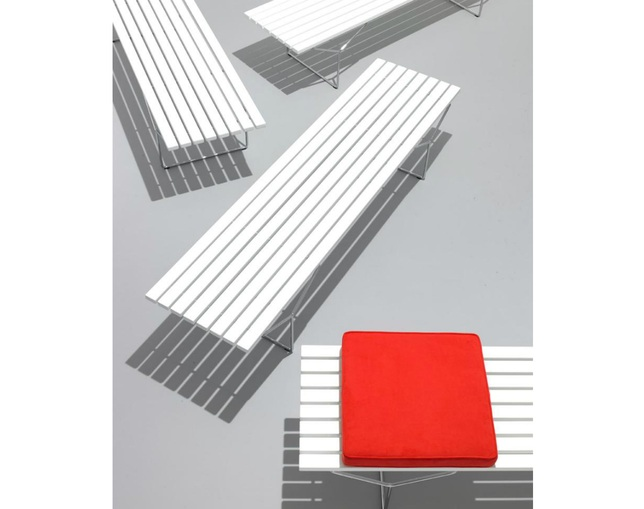ノル(Knoll) Bertoia Collection Benchの写真